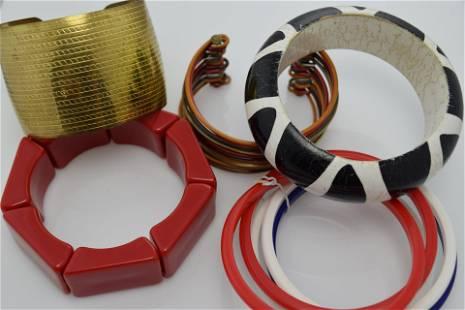 Lot of 5 vintage bracelets.