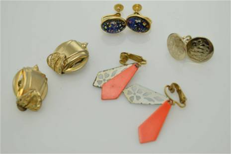 A lot of four pairs of vintage earrings.