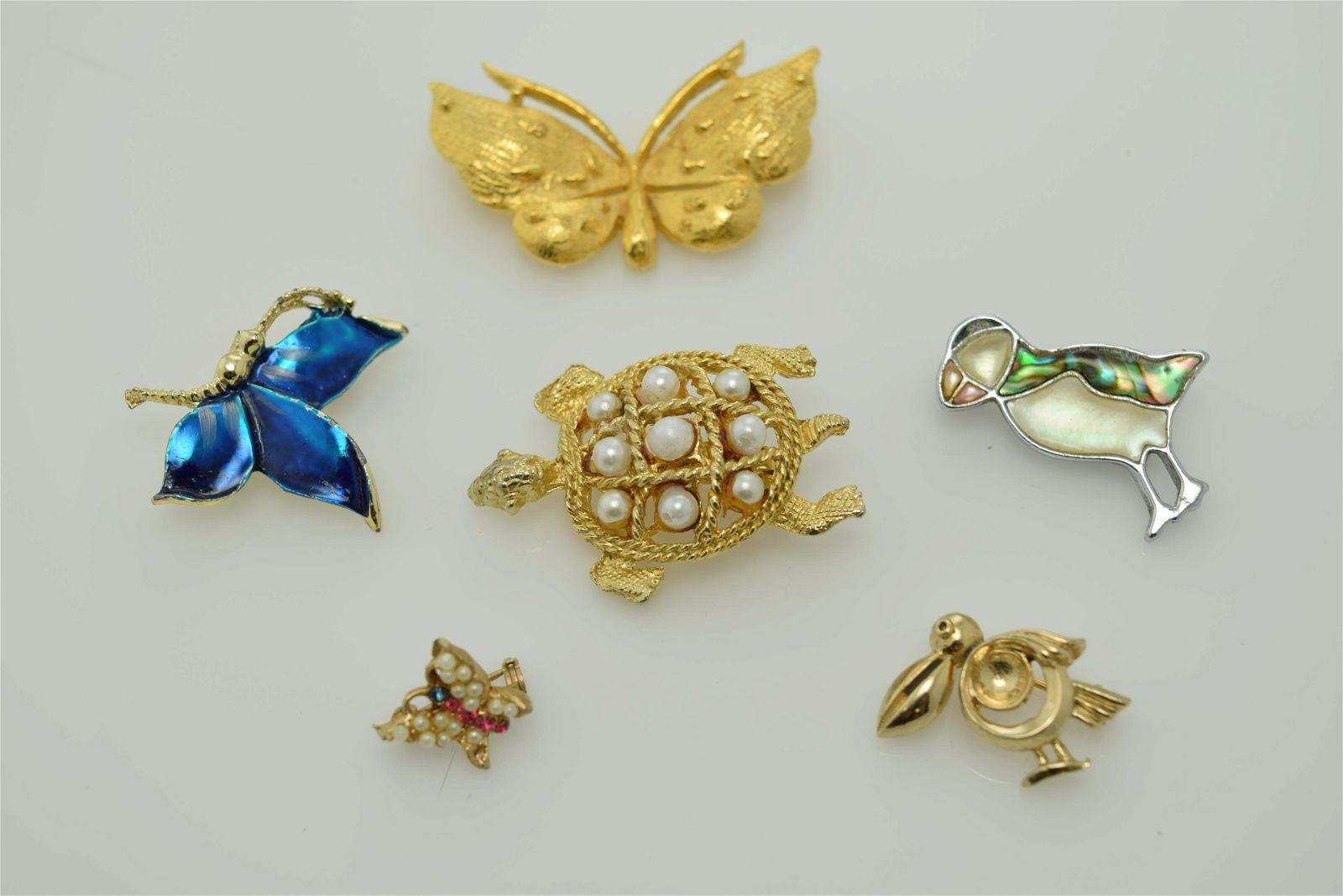 A lot of six vintage pins.