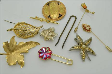 A miscellaneous lot of ten pieces of vintage jewelry.