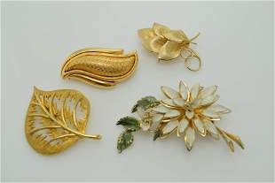 A lot of four gold tone vintage pins/brooches. One