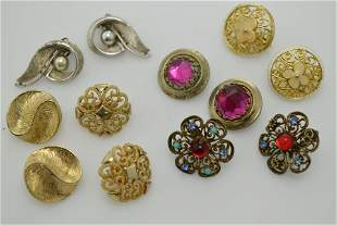 A lot of six pairs vintage of earrings.