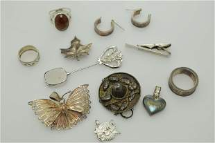 A lot of eleven miscellaneous sterling silver pieces of