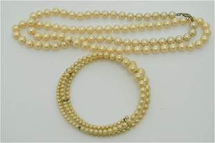 A lot of a vintage, faux pearl necklace and non