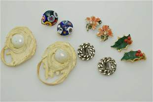 A lot of five pairs of vintage earrings.