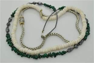 A lot of three vintage necklaces.