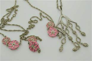 A lot of two long, vintage necklaces.