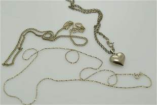 A lot of three vintage sterling silver necklaces.