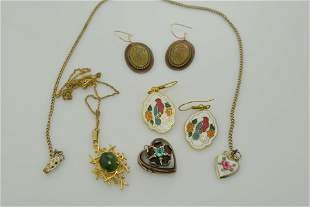 A lot of five vintage miscellaneous pieces of unmatched