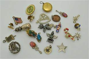 A miscellaneous lot of twenty four pieces of jewelry.