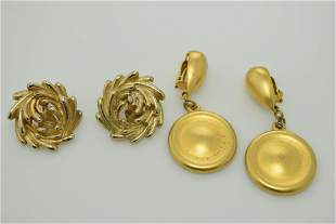 A lot of two vintage clip on earrings. One pair is