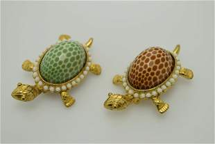 A lot of two turtle pins/brooches marked JJ.