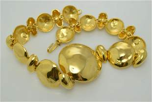 A vintage gold tone chunky necklace.