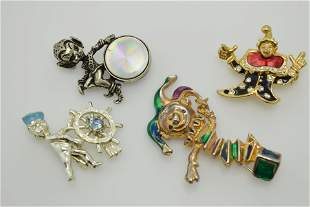 A lot of four vintage pins/brooches.