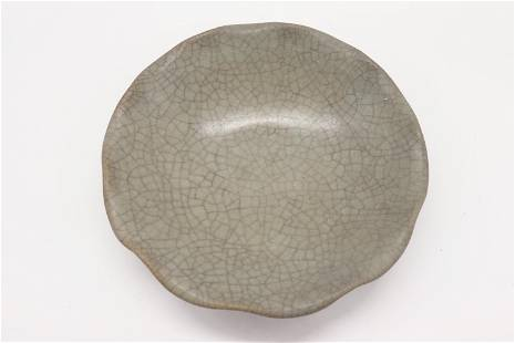 Chinese Celadon Green Ruffled Edge Cackle Bowl