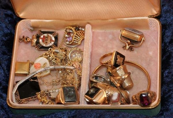 9A: Jewerly Box with mix of Jewelry