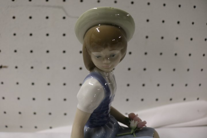 Lladro seated girl with flower basket - 2