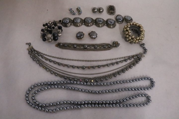 Vintage Costume Jewelry lot, unsigned
