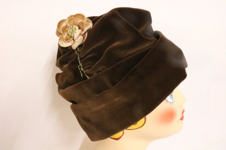 1920's Vintage Brown Velvet Hat with Flower