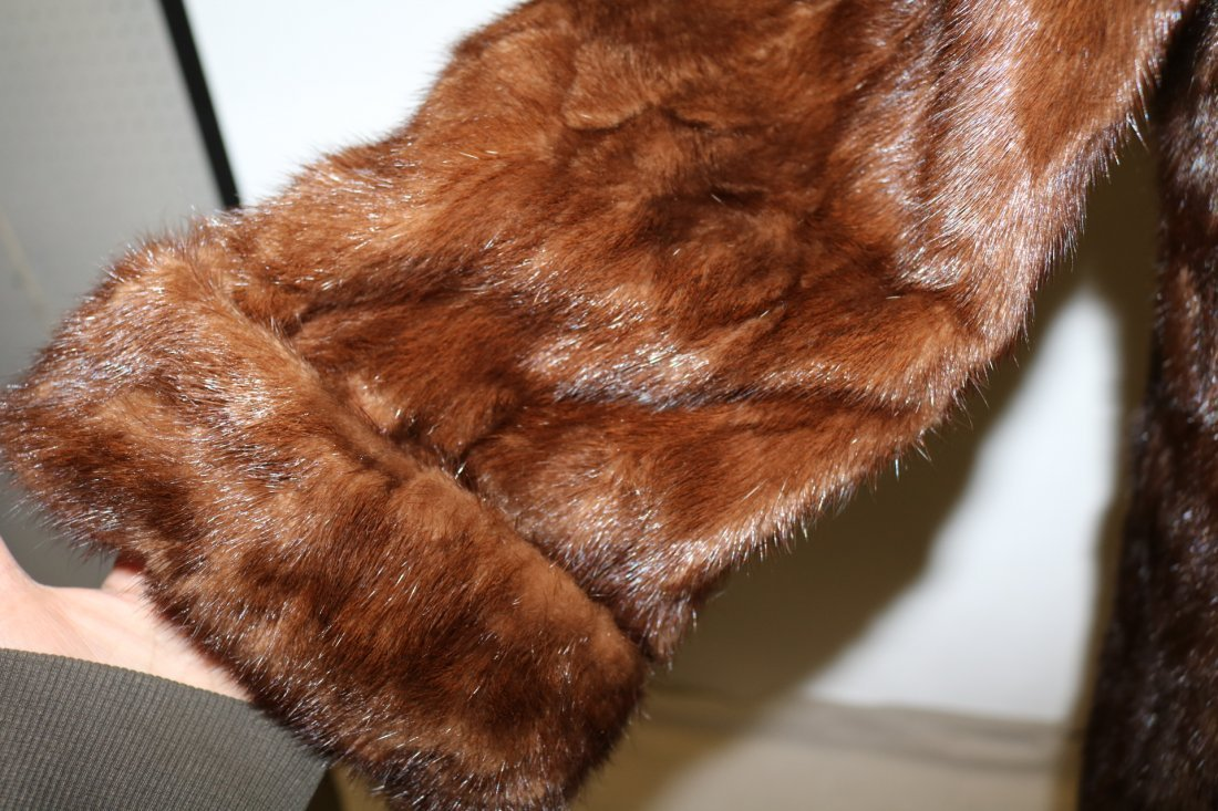 Dark Brown 1950's Ladies Vintage Mink Coat - 2