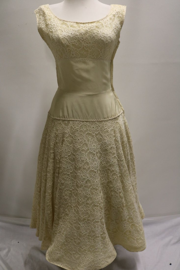 1940's Fit & Flare off White Lace & Taffeta Princess