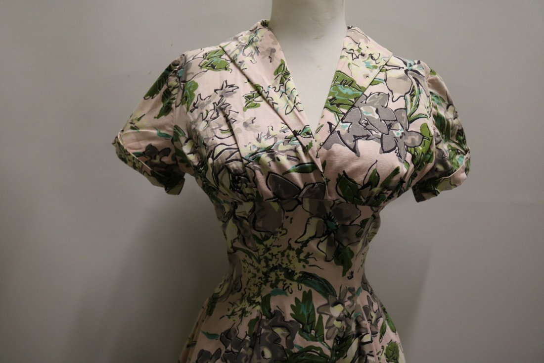 late 1940's Floral Cotton Fit to Flare Shirt Waist - 2