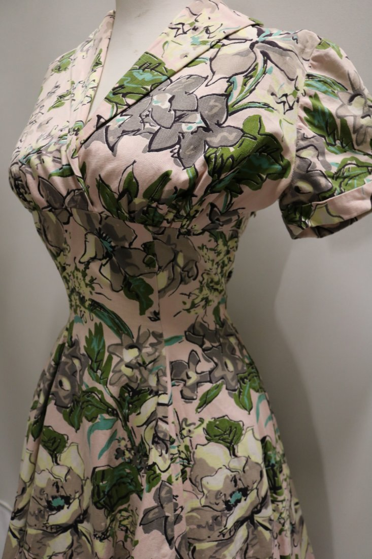 late 1940's Floral Cotton Fit to Flare Shirt Waist - 3