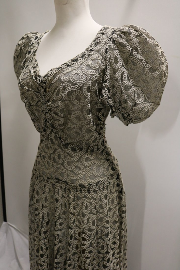 Vintage 1930s black tambour lace evening dress with an - 3