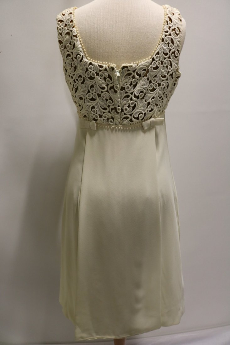 Vintage 196s ivory crepe cocktail dress with a cutout - 4
