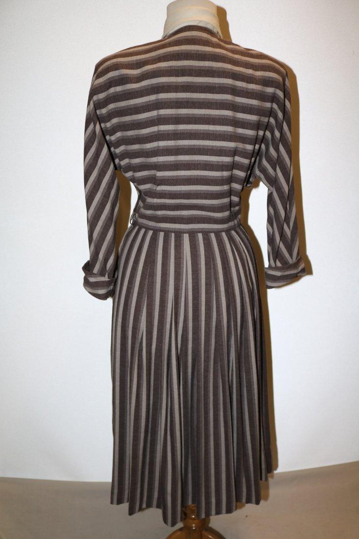 1940's Shirt Waist Dress with long Domain Sleeves - 4