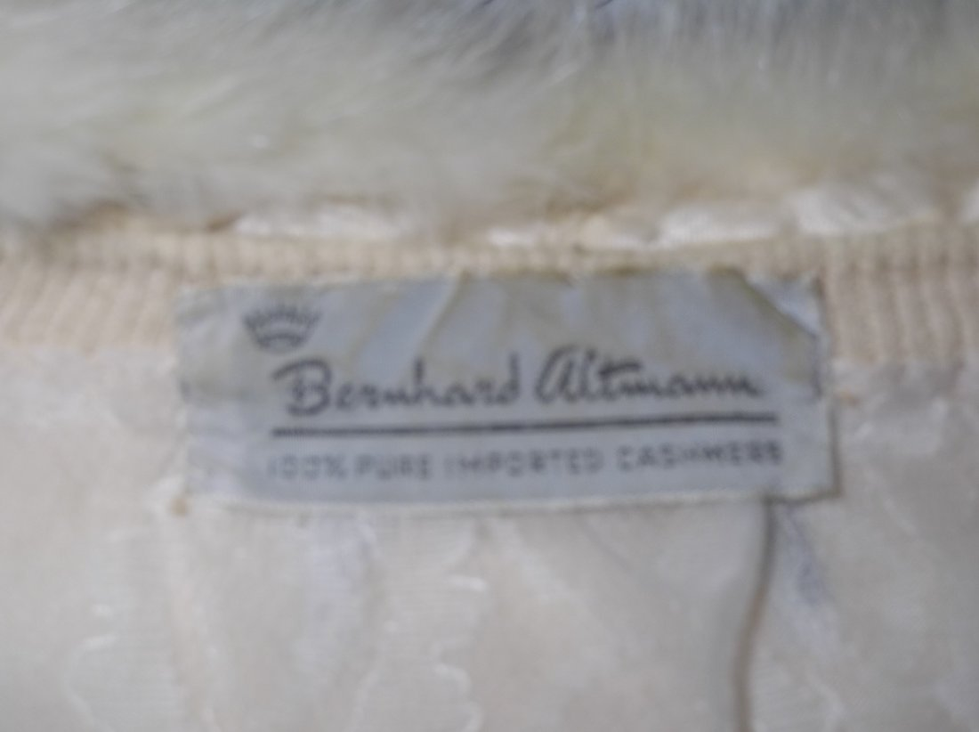 Ladies Vintage 1950's 100% Cashmere Sweater with Fur - 5