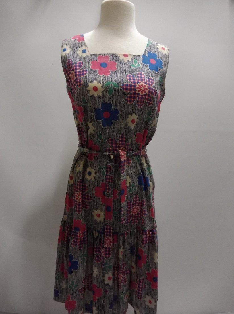 Ladies Vintage 1960's Colorful Daisy Print Cotton Dress