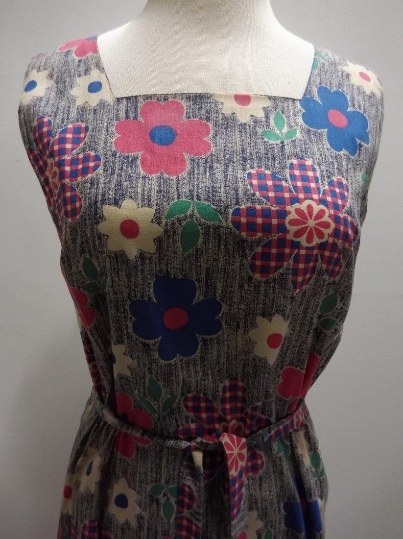 Ladies Vintage 1960's Colorful Daisy Print Cotton Dress - 2