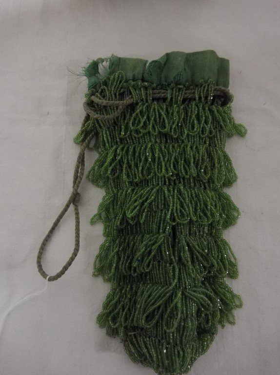 1920's Bright Green Beaded Purse in good condition - 2