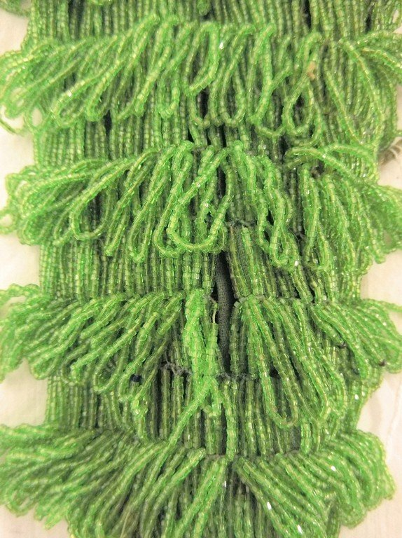 1920's Bright Green Beaded Purse in good condition - 4