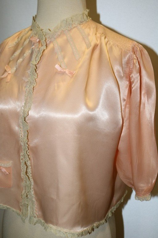 Vintage 1930's Peach Rayon and Lace Bed Jacket by - 3