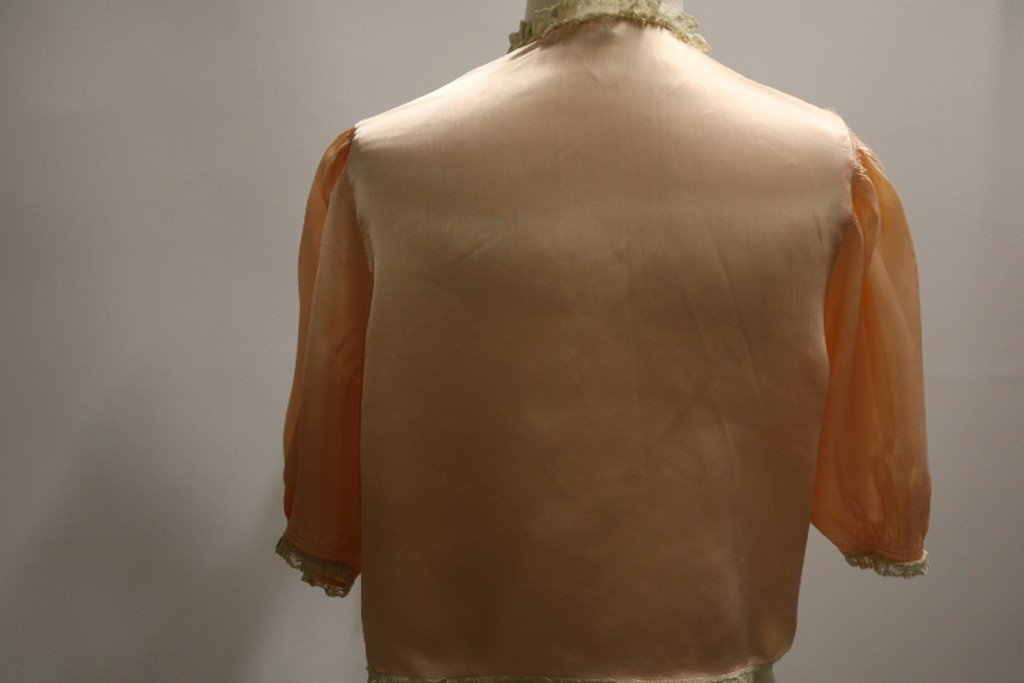 Vintage 1930's Peach Rayon and Lace Bed Jacket by - 5