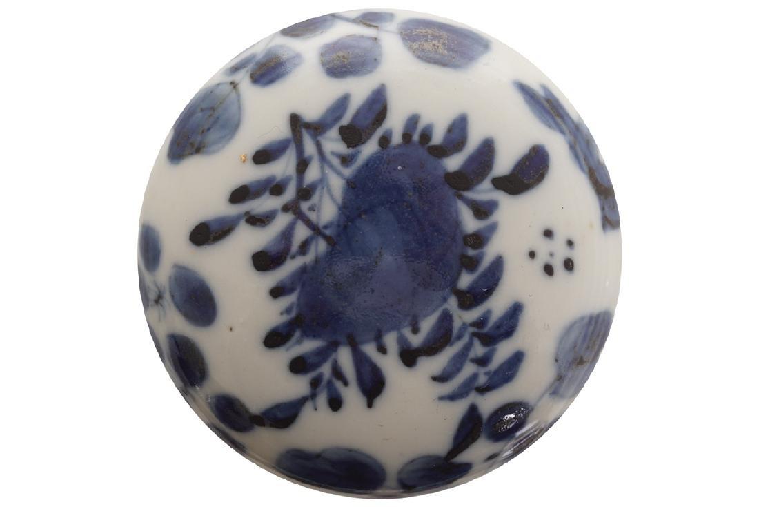 NINETEENTH-CENTURY CHINESE BLUE AND WHITE PASTE JAR