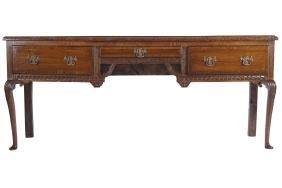 LARGE EIGHTEENTH-CENTURY OAK SIDE TABLE