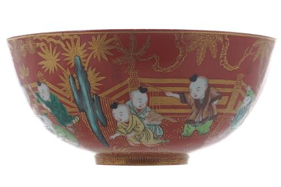 CHINESE POLYCHROME PARCEL GILT FIGURE DECORATED BOWL