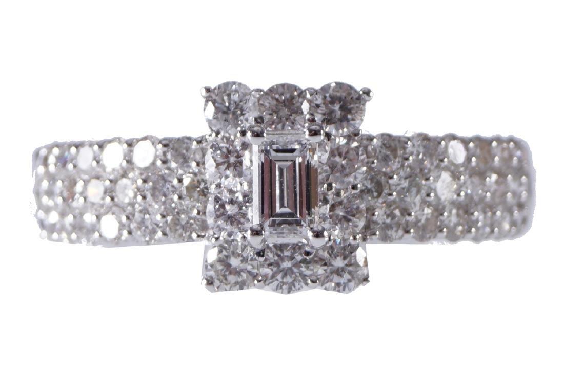 18 CT. WHITE GOLD DIAMOND 1 CARAT CLUSTER RING
