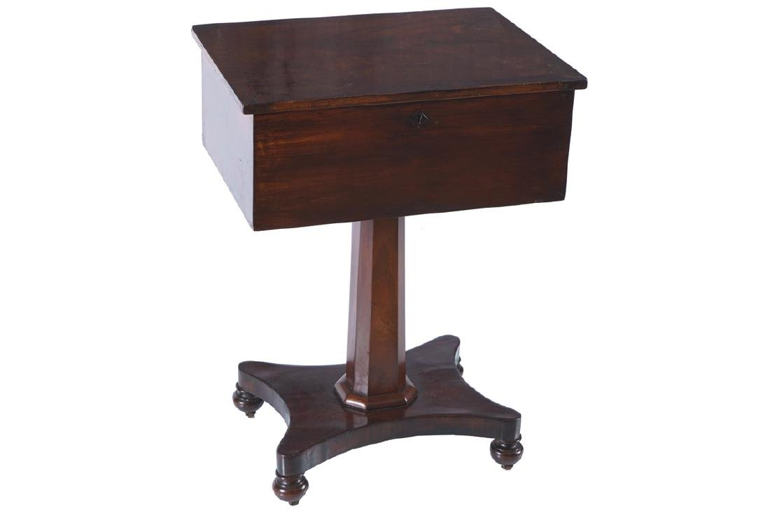 WILLIAM IV PERIOD MAHOGANY OCCASIONAL TABLE