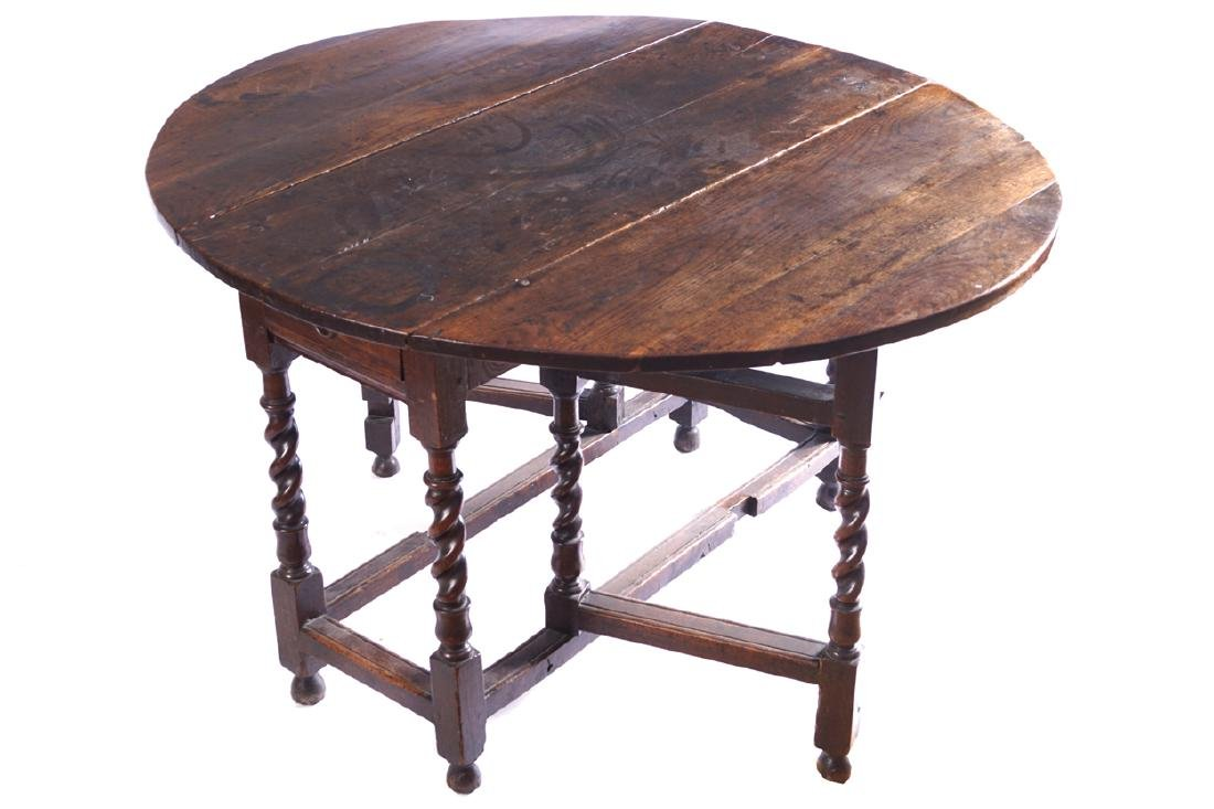 EIGHTEENTH-CENTURY OAK GATE LEG TABLE, CIRCA 1710