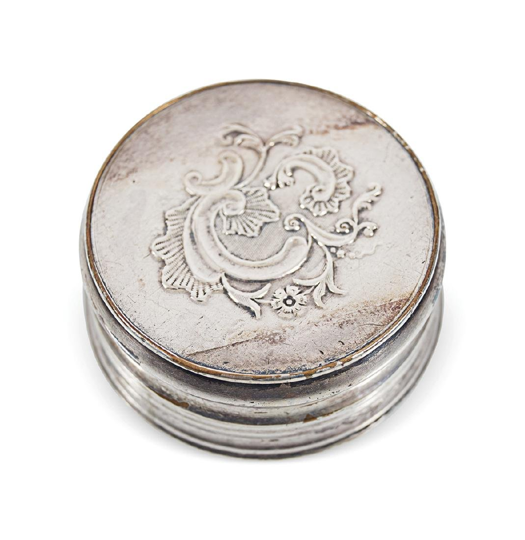 18TH-CENTURY SILVER AND ENAMELLED PATCH BOX - 3