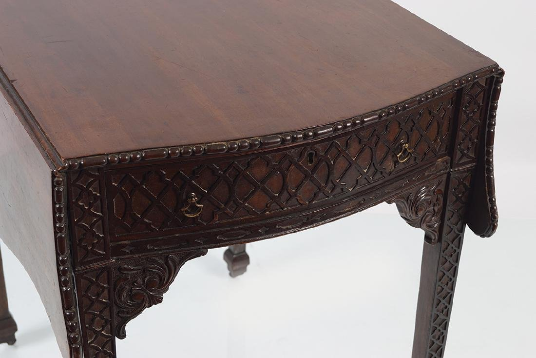GEORGE III MAHOGANY CHIPPENDALE PEMBROKE TABLE - 2