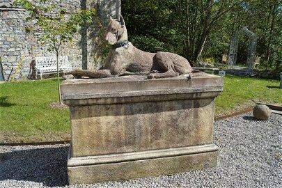 PR LARGE ESTATE MOULDED STONE DOGS