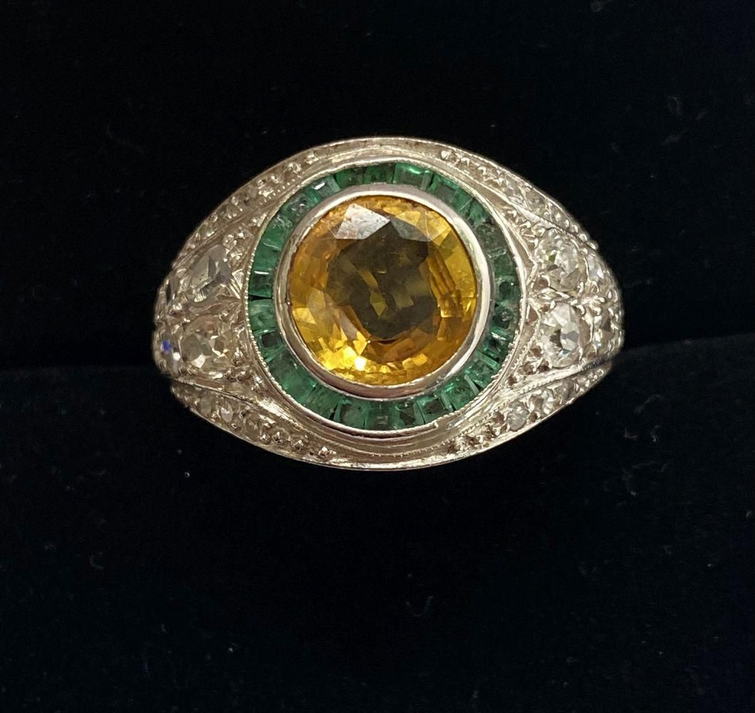 18CT. WHITE GOLD BOMBAY STYLE TARGET RING