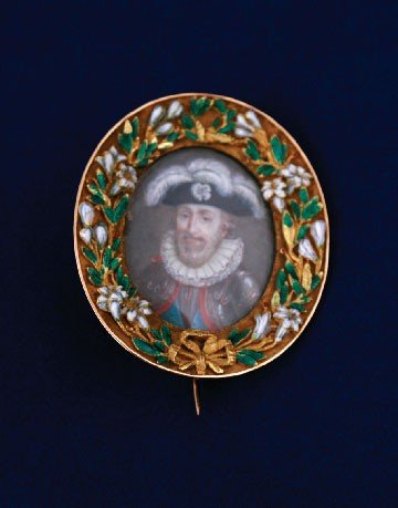 17: Gold and enamelled miniature portrait brooch