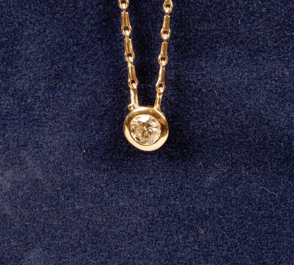 2: 18ct yellow gold 'slider' pendant and chain