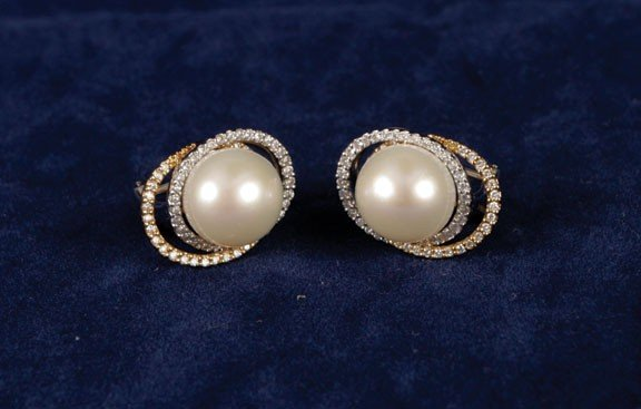 23: 18ct pearl and diamond gold stud earrings
